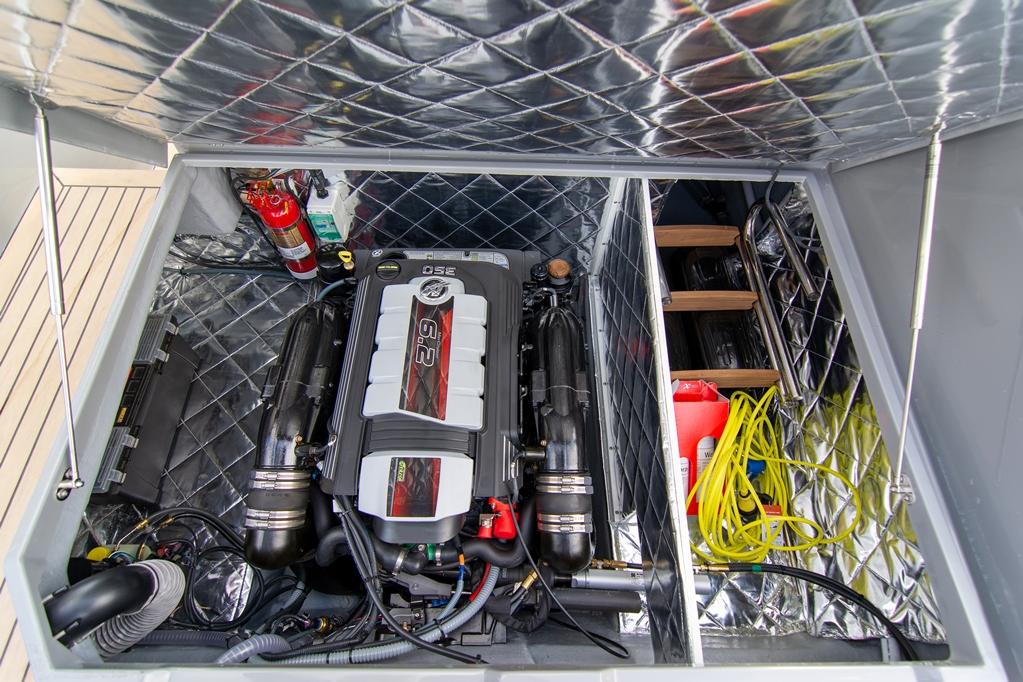 De geteste boot met 350 pk benzinemotor kost 5000 euro meer.