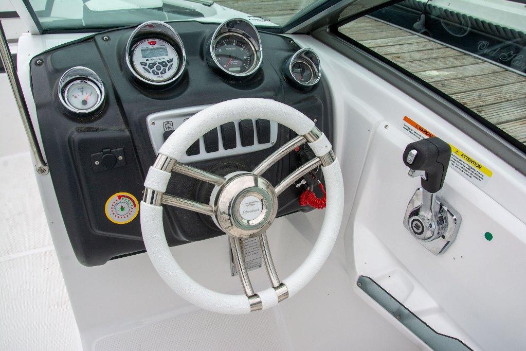 Het dashboard is netjes en ergonomisch vormgegeven