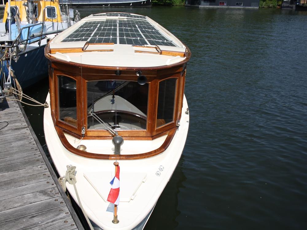 Stroom boot zonnepanelen