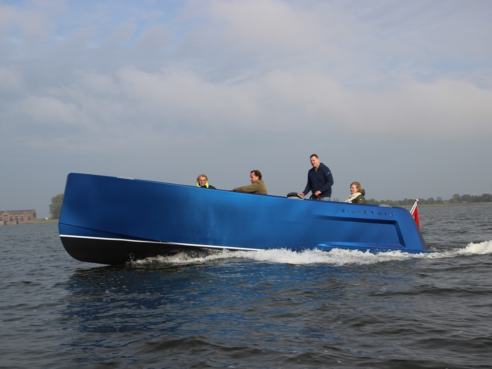 De boot vaart goed en manoeuvreert gemakkelijk.