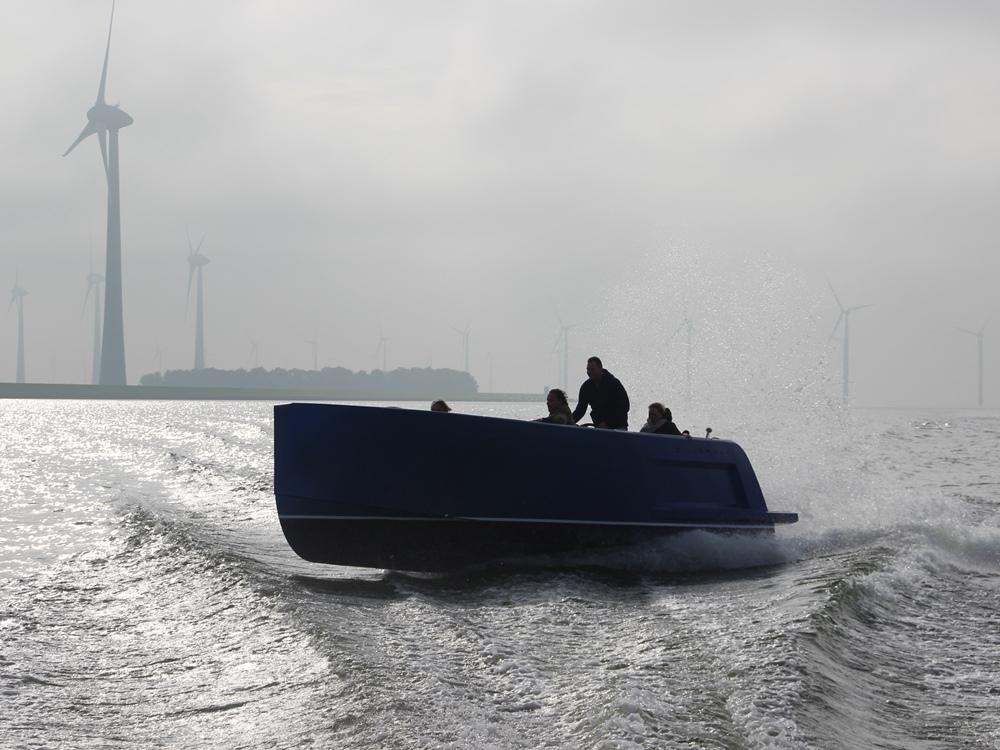 De Zilverman 800 is namelijk een uitstekend geconstrueerde, goed afgewerkte boot met een prachtig uiterlijk en prima vaareigenschappen.