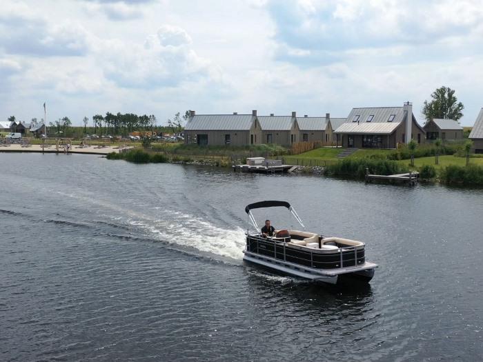 De Rebel 580 pontoon is echt een boot voor party-animals,