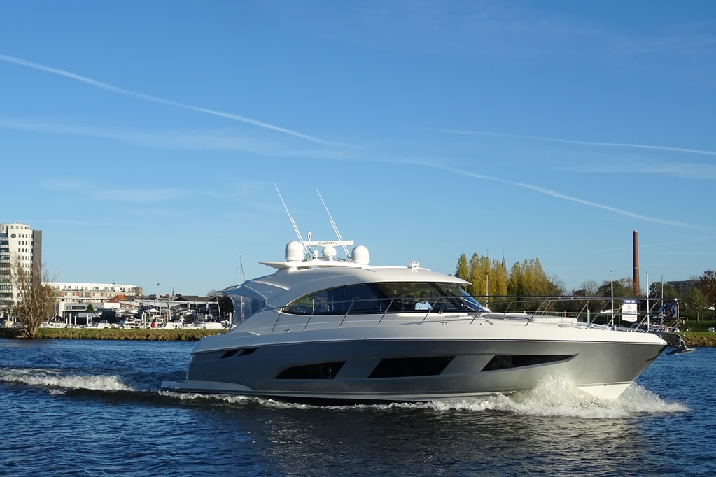 Ook voor de ongeoefende kijker springt de degelijkheid van de Riviera 4800 direct in het oog.