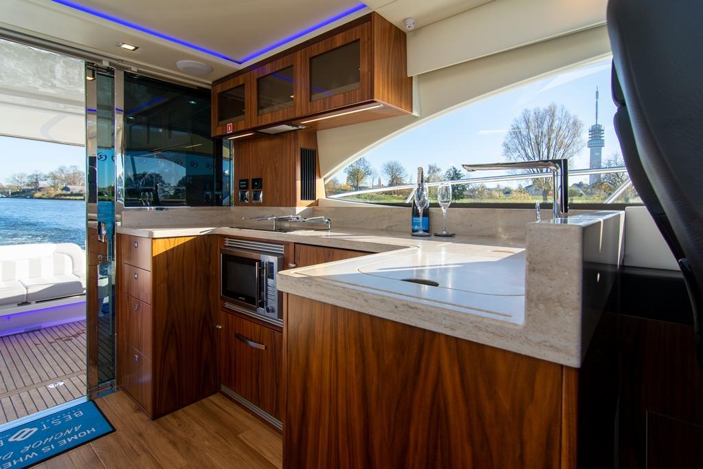 Riviera installeert uitsluitend de beste merken huishoudelijke, navigatie- en audiovisuele apparatuur.