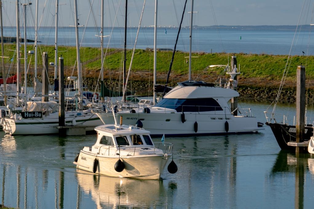 Zoals bijna overal in Zeeland vind je er tal van jachthavens met veel passantenplaatsen.