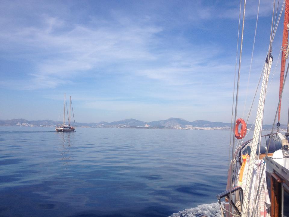 Zeilen op de Egeïsche zee.