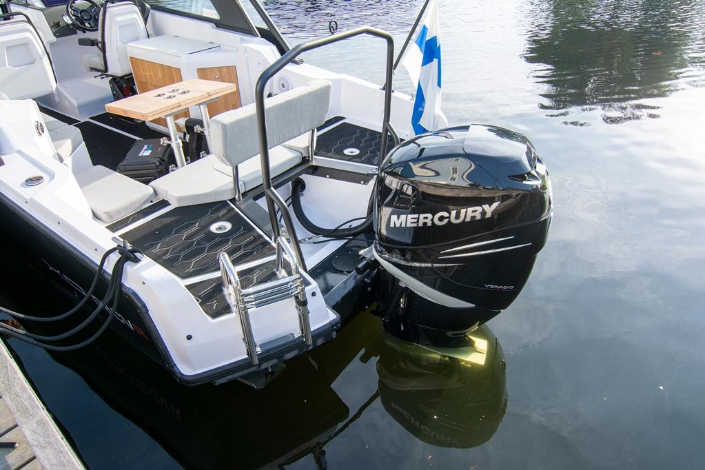 Een Mercury Verado 400pk, 2,6 liter zescilinder-in-lijn motor.